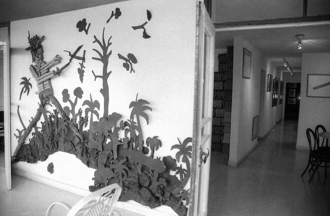 Vistas del Estudio en calle 17 con obras de Raúl Cordero, Los Carpinteros y Fernando Rodríguez, 1998-2000.